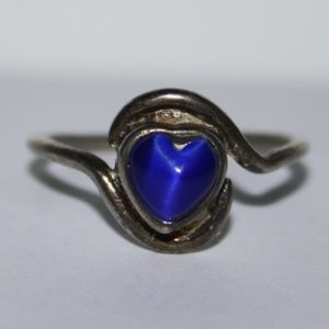 Beautiful vintage silver and sapphire heart ring 8